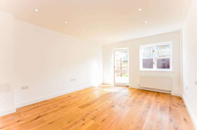 4 Bedrooms House for sale in Commercial Way, Peckham, SE15