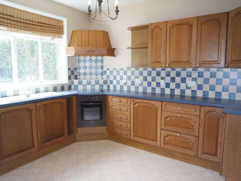 2 Bedrooms Semi Detached House for sale in Grangewood Avenue, Meir, Stoke-On-Trent, ST3 7BJ