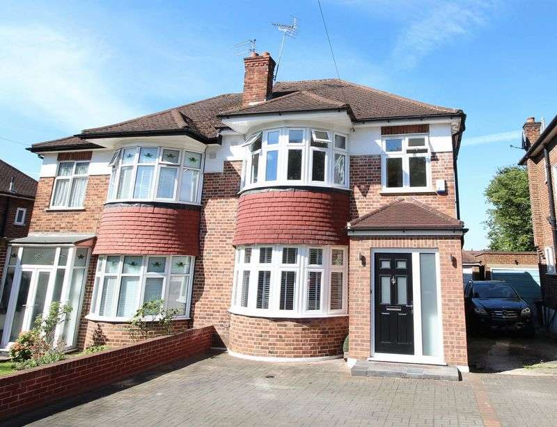3 Bedrooms Semi Detached House for sale in Brookside South, East Barnet