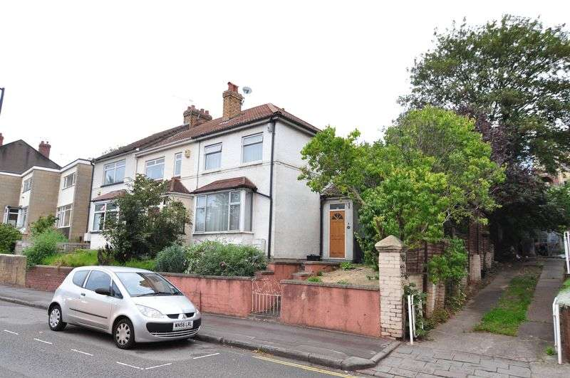 3 Bedrooms Terraced House for sale in St Johns Lane, Bristol, BS3