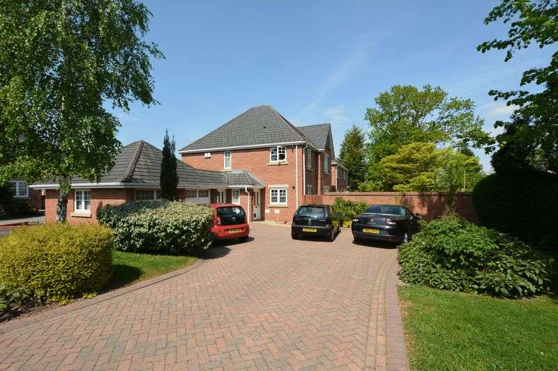 2 Bedrooms Flat for sale in Alder Close, Heald Green, Cheadle