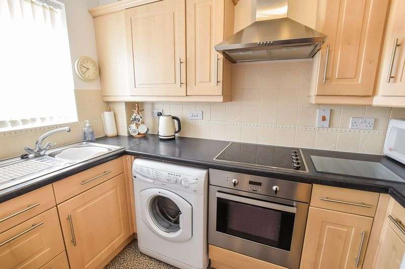 2 Bedrooms Flat for sale in Garden Close, Off Spinneyfield