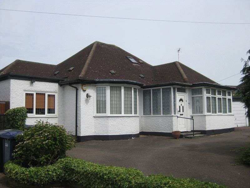 4 Bedrooms Detached Bungalow for sale in MILL HILL