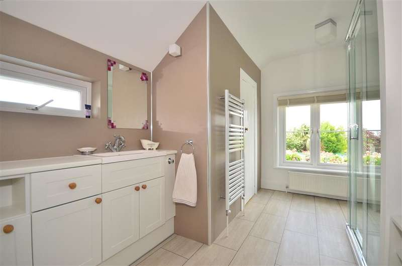 4 Bedrooms Detached House for sale in Newport Road, Apse Heath, Isle of Wight