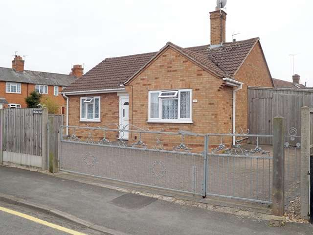 2 Bedrooms Detached Bungalow for sale in Rudge Road, Evesham