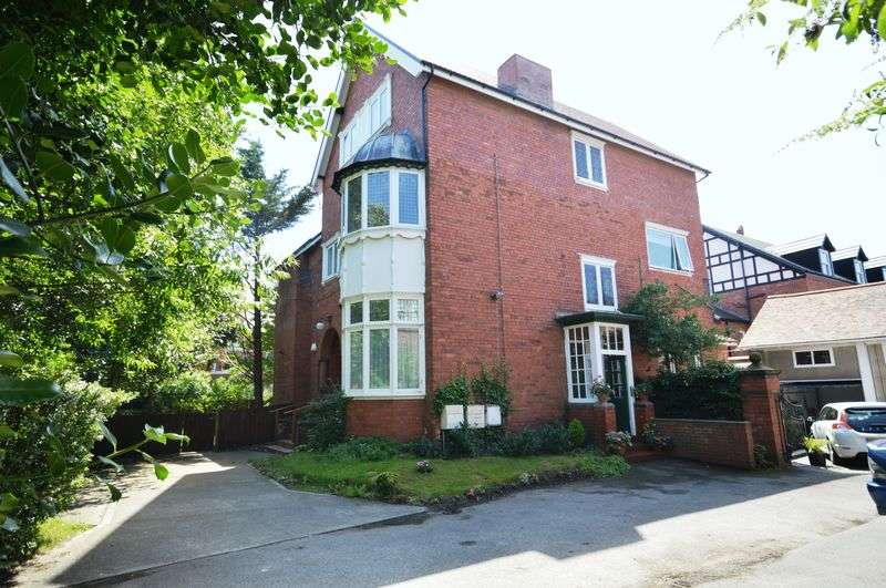 2 Bedrooms Flat for sale in Banks Road, West Kirby