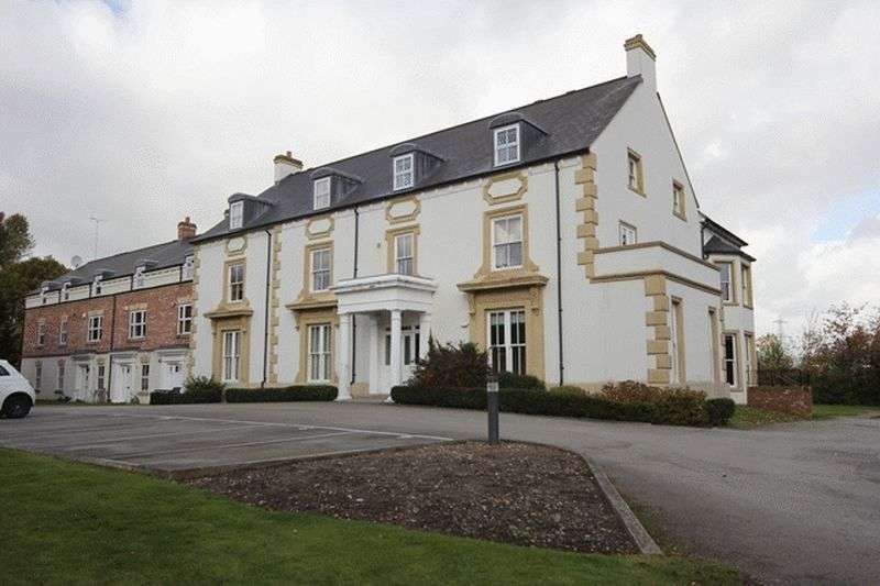 2 Bedrooms Flat for sale in Chester High Road, Neston, Cheshire