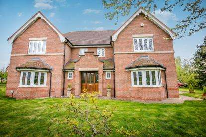 5 Bedrooms House for sale in Kendal Way, Chorlton, Crewe, Cheshire