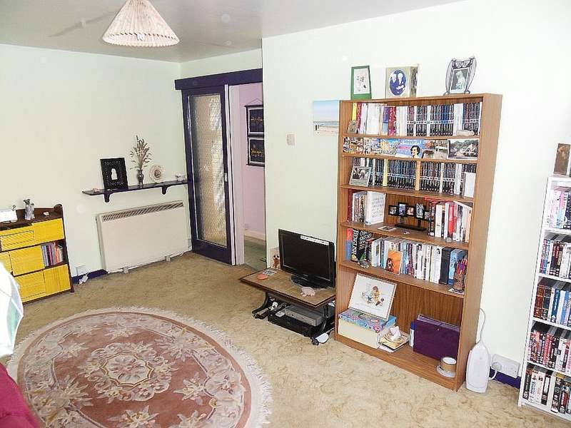 2 Bedrooms Flat for sale in Hazeltree Croft, Acocks Green, Birmingham