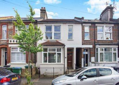 3 Bedrooms Terraced House for sale in Gladstone Road, Watford, Hertfordshire
