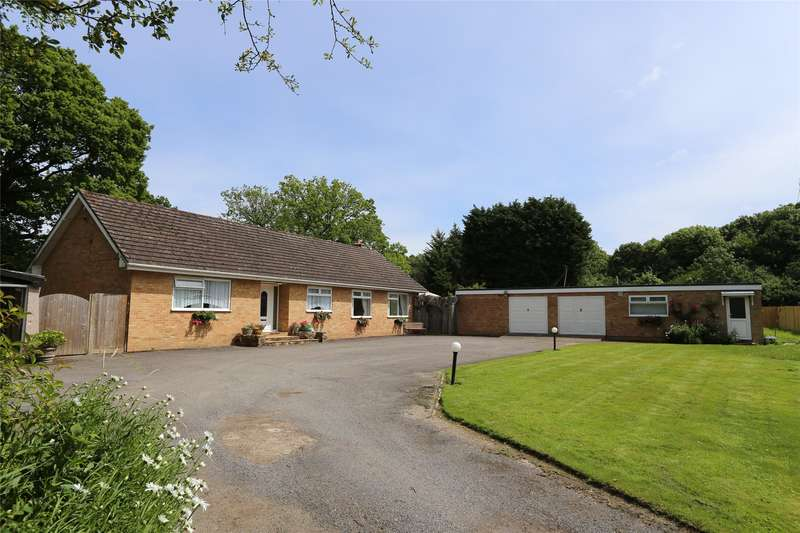 3 Bedrooms Detached Bungalow for sale in Harrowsley Green Lane, Horley, RH6