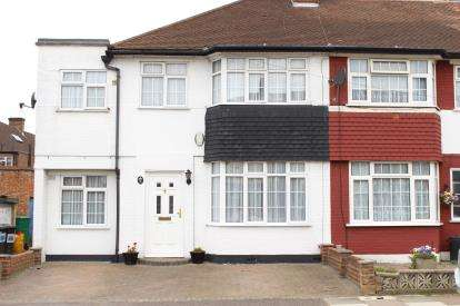 4 Bedrooms Semi Detached House for sale in Hainault, Essex