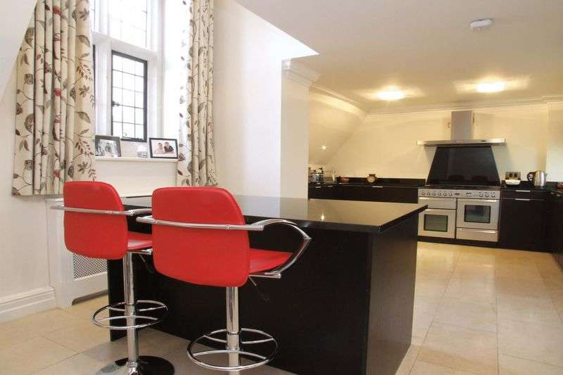 3 Bedrooms Flat for sale in Hill Hall, Epping