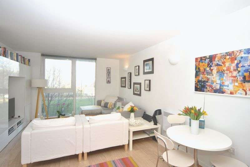 2 Bedrooms Flat for sale in New River Avenue, London