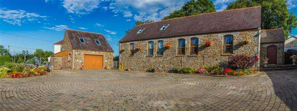 3 Bedrooms Detached House for sale in The Old School, BEGELLY