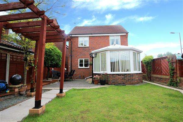 3 Bedrooms Detached House for sale in Howard Drive, Ackworth