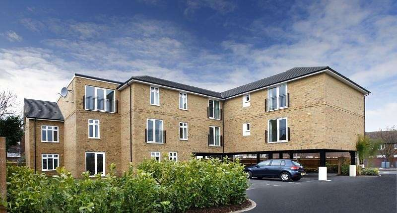 2 Bedrooms Flat for sale in Ashcombe Court, London Road, Ashford, TW15