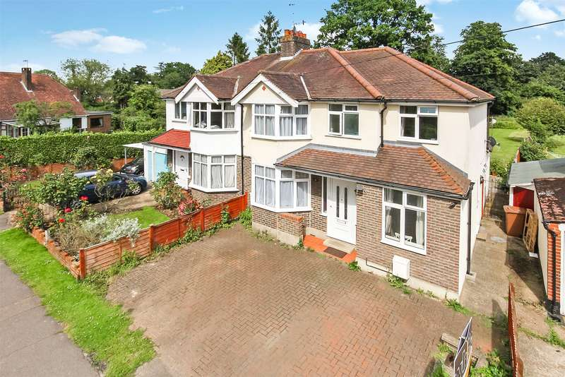 3 Bedrooms Semi Detached House for sale in Wolverton Gardens, Horley, RH6