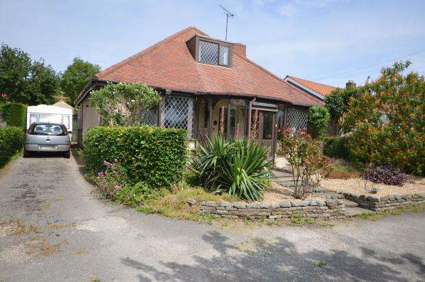 3 Bedrooms Detached Bungalow for sale in Racecourse Road, East Ayton, Scarborough, North Yorkshire, YO13 9HT