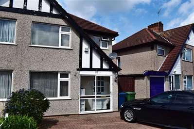 3 Bedrooms Semi Detached House for sale in Hitherwell Drive, Harrow Weald