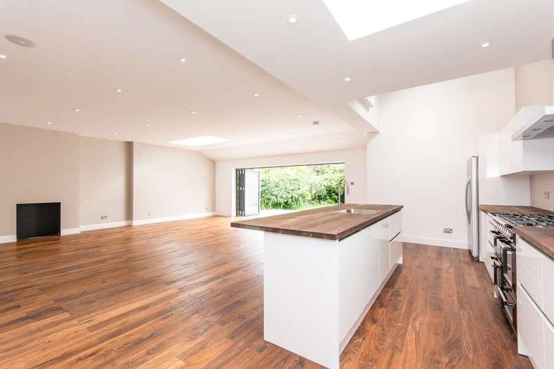 5 Bedrooms House for sale in Blackstone Road, Gladstone Park, NW2
