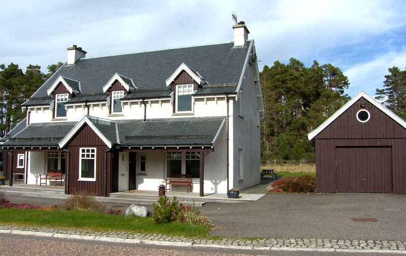 5 Bedrooms Detached House for sale in Coylum Road, Rothiemurchus, PH22 1QG