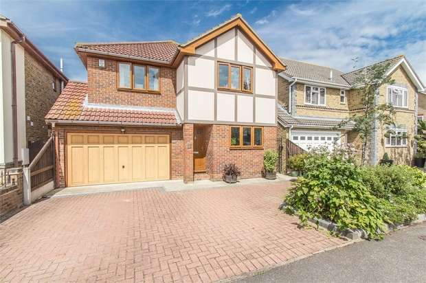 4 Bedrooms Detached House for sale in Papenburg Road, CANVEY ISLAND, Essex