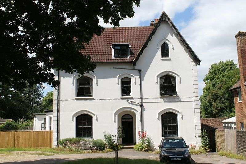 2 Bedrooms Flat for sale in Epsom Road, Guildford