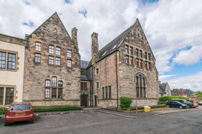 2 Bedrooms Flat for sale in 68/5 Park Avenue, Duddingston, Edinburgh, EH15 1JP