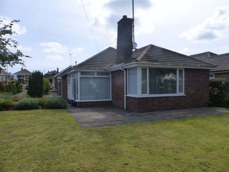 3 Bedrooms Detached Bungalow for sale in Higher Drive, Lowestoft