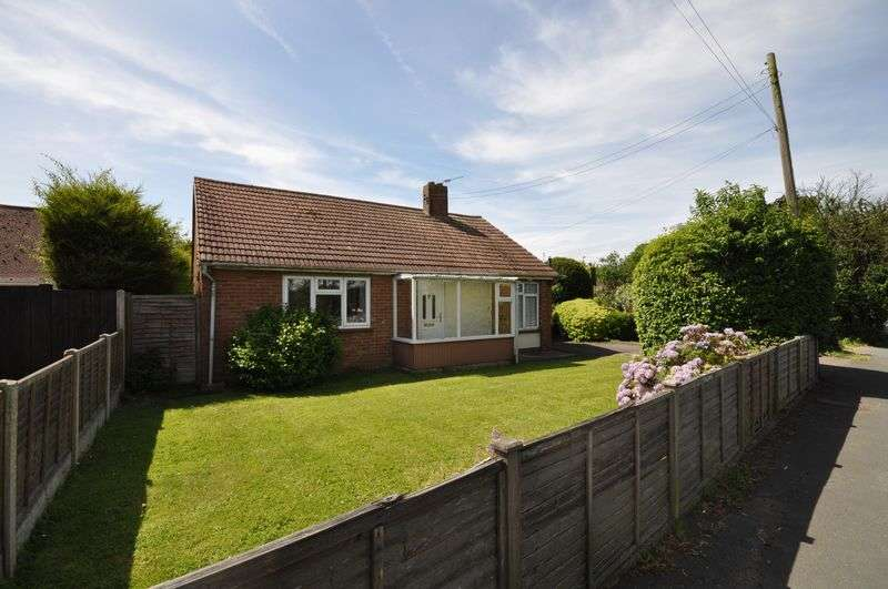 2 Bedrooms Detached Bungalow for sale in Colchester Road, West Mersea