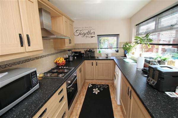 2 Bedrooms Terraced House for sale in Finedon Street, Burton Latimer