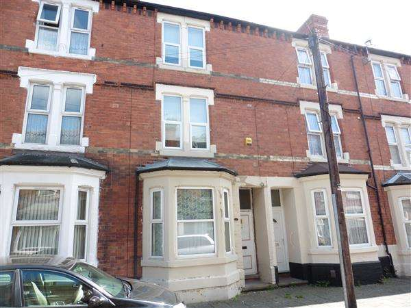 4 Bedrooms Terraced House for sale in Myrtle Avenue, Forest Fields, Nottingham