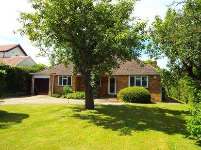 4 Bedrooms Bungalow for sale in Ramsden Bellhouse, Billericay, Essex