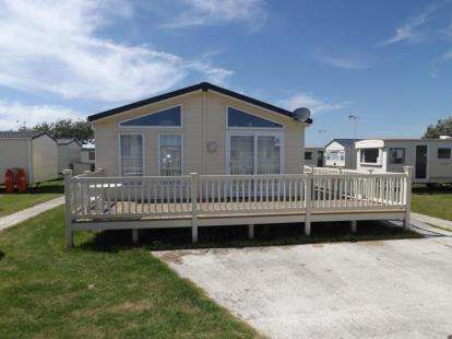 3 Bedrooms Mobile Home for sale in Clacton-On-Sea, Essex