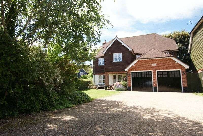 5 Bedrooms Detached House for sale in CENTRAL WENDOVER BUCKINGHAMSHIRE