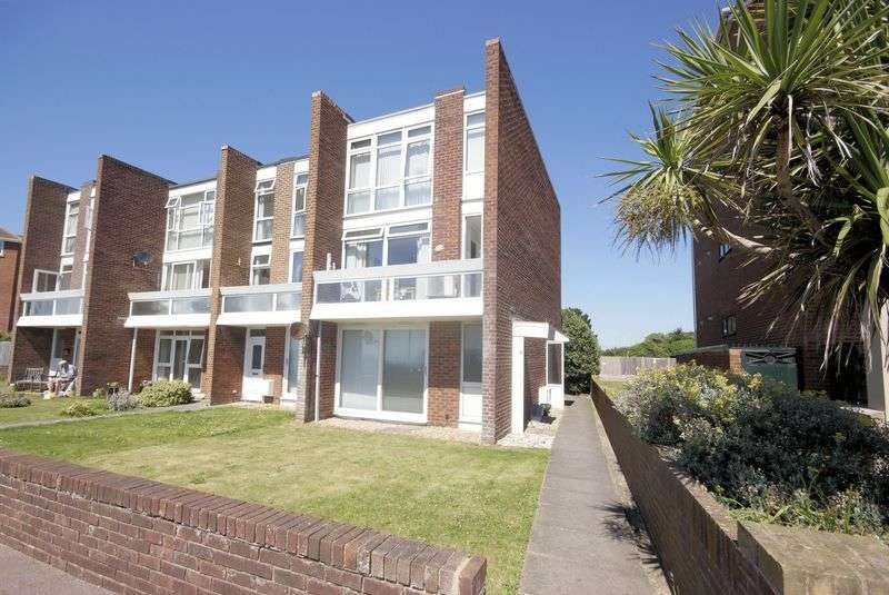 3 Bedrooms Flat for sale in West Lodge, Marine Parade West, Lee on the Solent, PO13