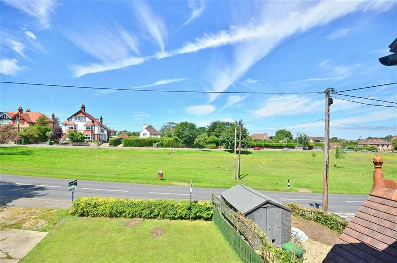 2 Bedrooms Maisonette Flat for sale in Colwell Road, Freshwater, Isle of Wight