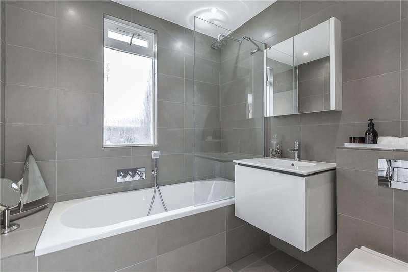 2 Bedrooms Flat for sale in Porchester Square, Bayswater, London, W2
