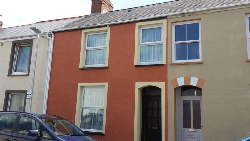 3 Bedrooms Terraced House for sale in Wellington Street, Pembroke Dock, Pembrokeshire