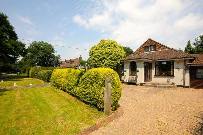 3 Bedrooms Detached Bungalow for sale in Markyate, Hertfordshire