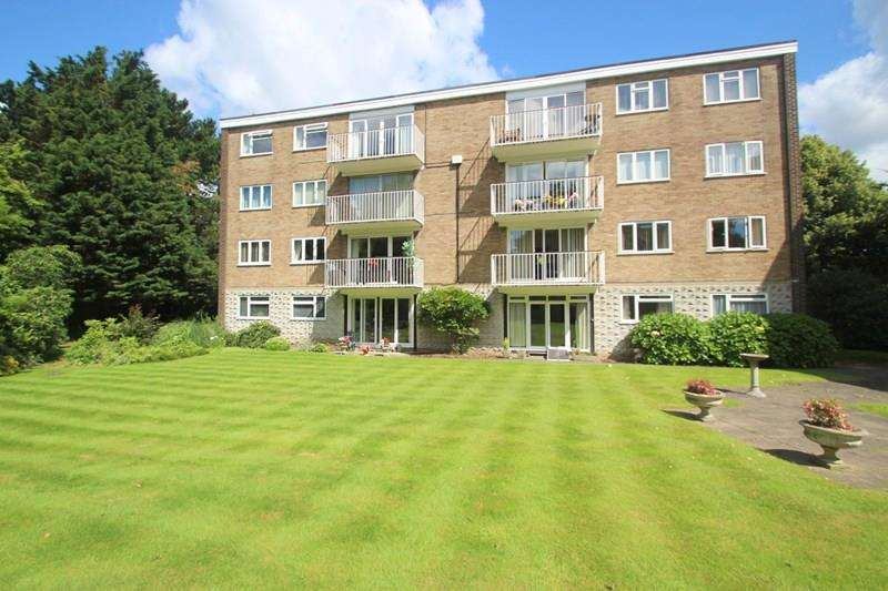 2 Bedrooms Apartment Flat for sale in Admirals Court, Hamble, Southampton