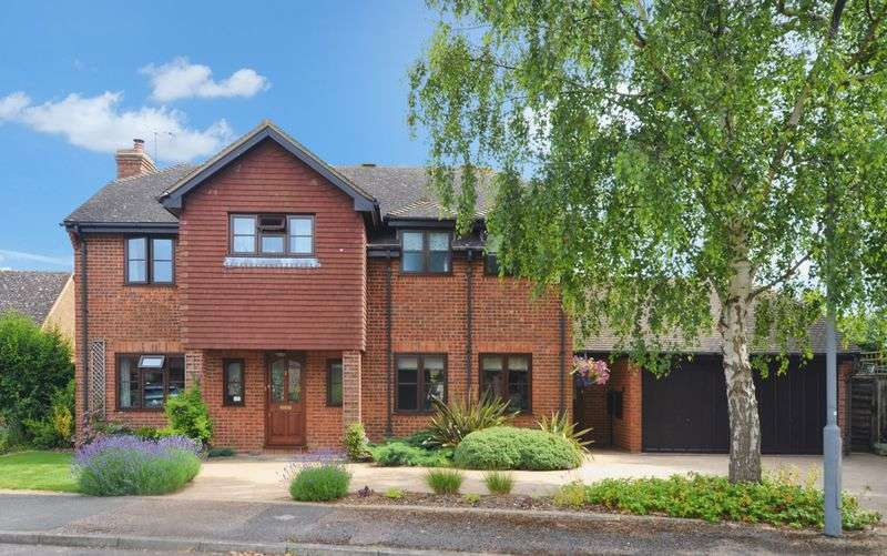 5 Bedrooms Detached House for sale in Weston Turville