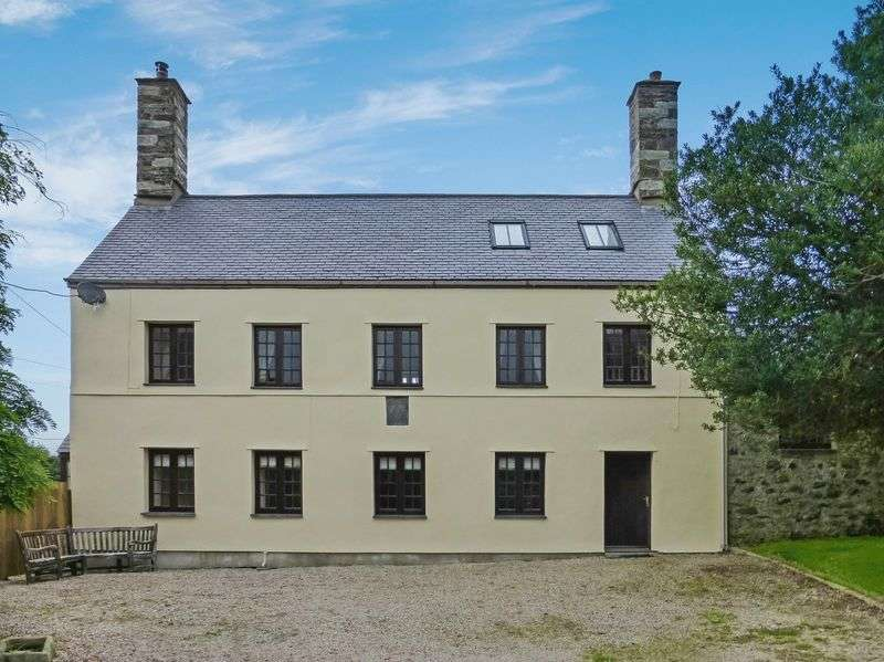 3 Bedrooms Detached House for sale in Llandwrog