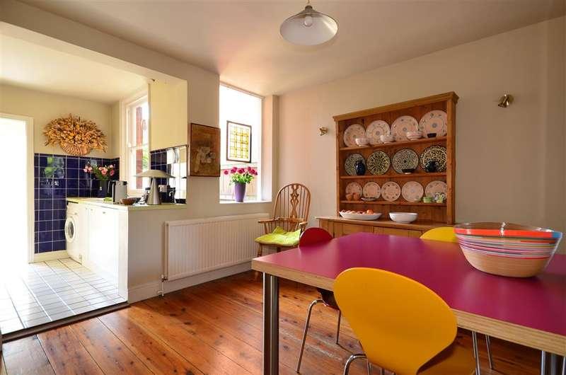 3 Bedrooms Semi Detached House for sale in Albert Road, Canterbury, Kent