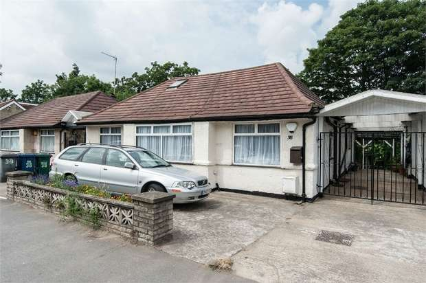 4 Bedrooms Detached Bungalow for sale in Brentmead Place, London