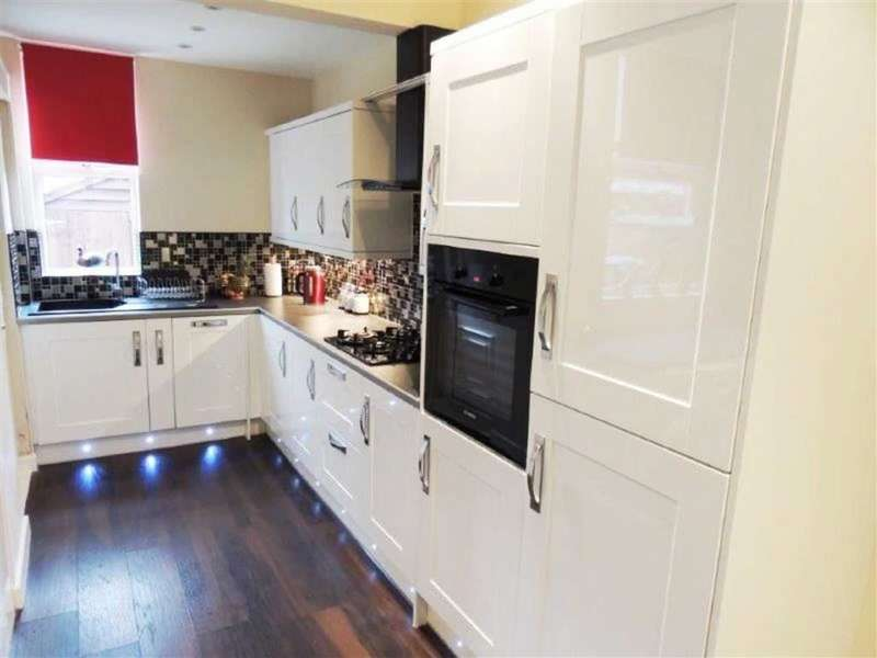 2 Bedrooms Property for sale in Madison Street, Abbey Hey, Manchester