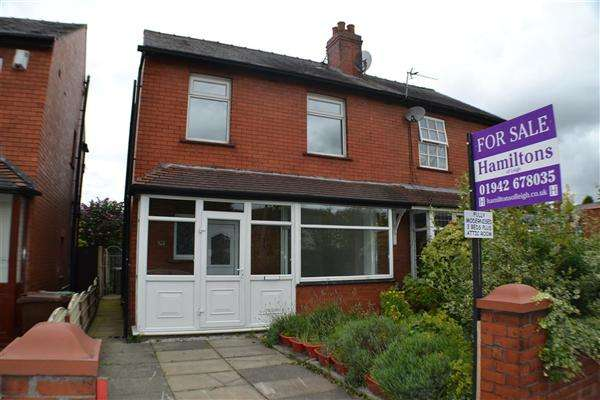 3 Bedrooms Semi Detached House for sale in Leigh Road, Leigh