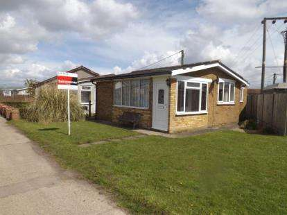 2 Bedrooms Bungalow for sale in Point Clear Bay, Clacton-On-Sea, Essex