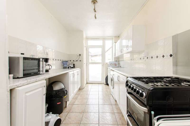 3 Bedrooms Flat for sale in Lorrimore Square, Kennington, SE17
